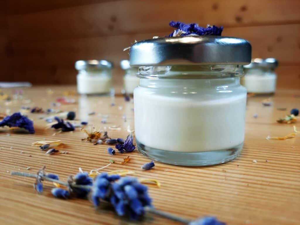 Lavendelcreme-selber-ruehren